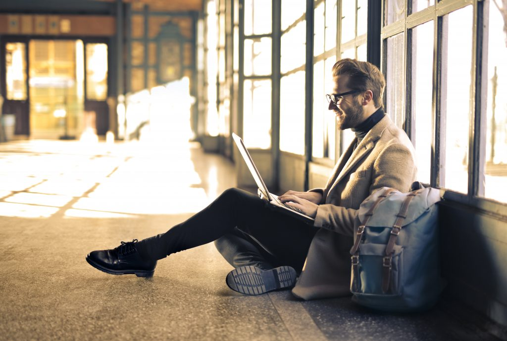 Digital nomad Work at the airport